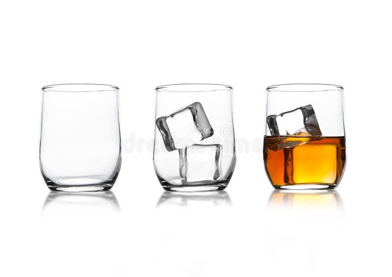 与威士忌酒和冰块和空的玻璃的玻璃 库存图片