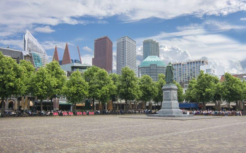 与威廉雕象的中心广场Het普莱因沈默,海牙,荷兰 免版税库存图片