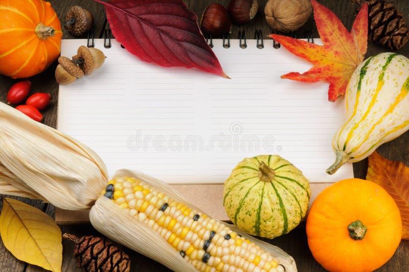 与季节性蔬菜的秋天框架 库存照片