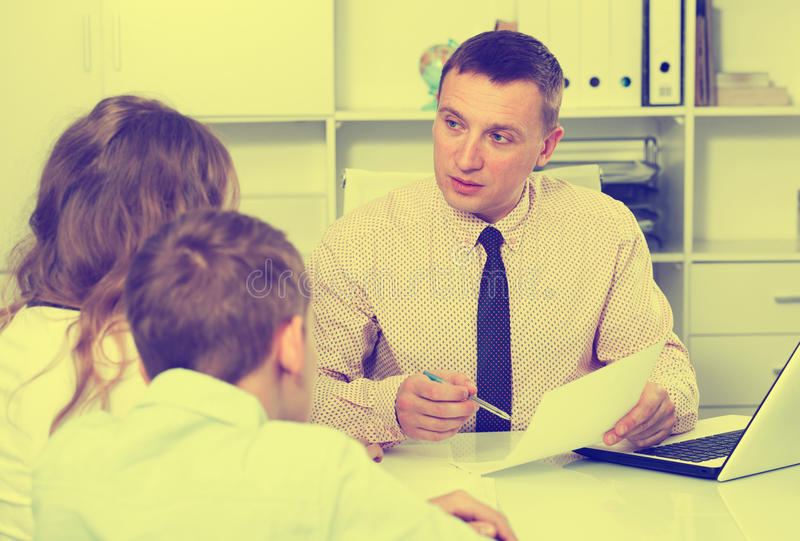 与学校校长的咨询 免版税图库摄影