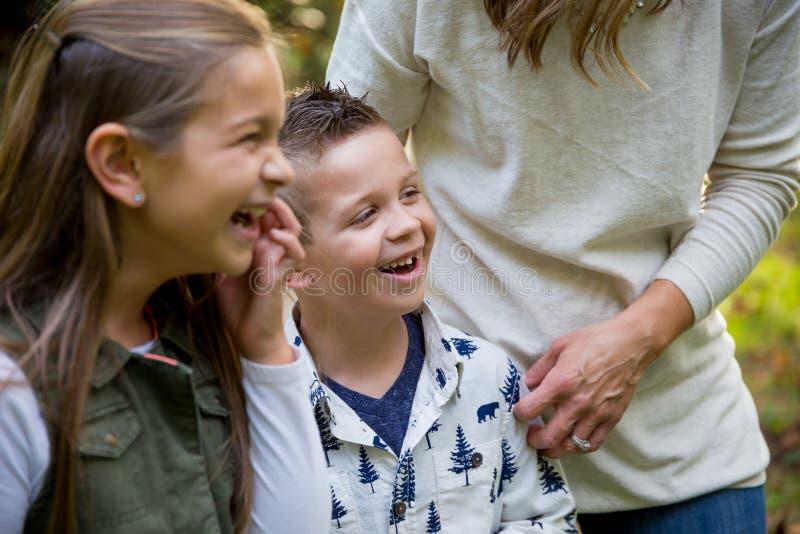 与孩子的坦率的公园乐趣 免版税图库摄影