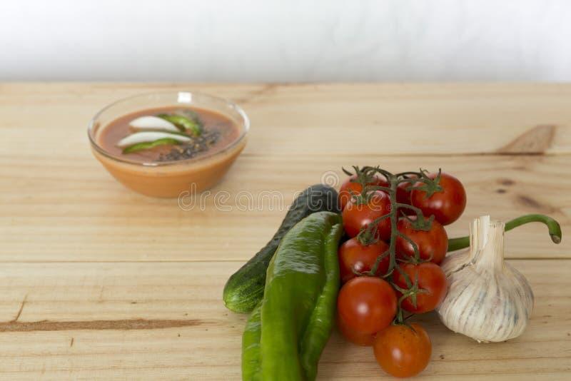 Download 与它的成份的安达卢西亚的gazpacho 库存图片. 图片 包括有 黄瓜, 蕃茄, 营养, 素食主义者, 液体 - 72370347