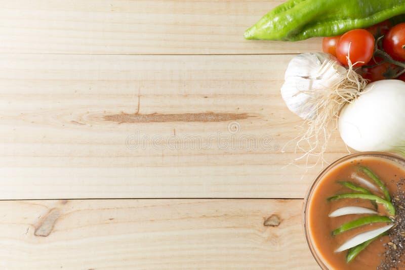 Download 与它的成份的安达卢西亚的gazpacho 库存照片. 图片 包括有 蕃茄, 素食主义者, 夏天, 胡椒, 快餐 - 72370358