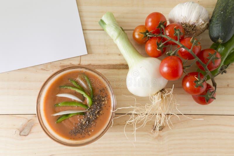 Download 与它的成份的安达卢西亚的gazpacho 库存照片. 图片 包括有 黄瓜, 食物, 蔬菜, 大蒜, 素食主义者 - 72370370