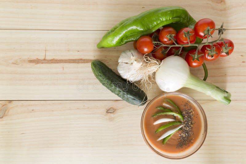 Download 与它的成份的安达卢西亚的gazpacho 库存照片. 图片 包括有 黄瓜, 西班牙, 蕃茄, 快餐, 胡椒 - 72370380