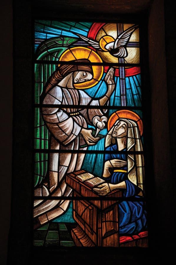 与宗教题材的五颜六色的彩色玻璃 库存照片