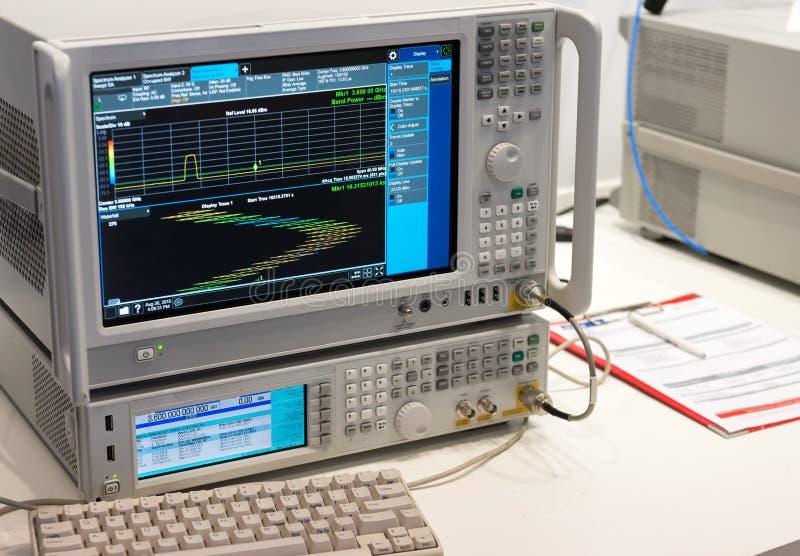 与实时的信号分析仪 库存图片