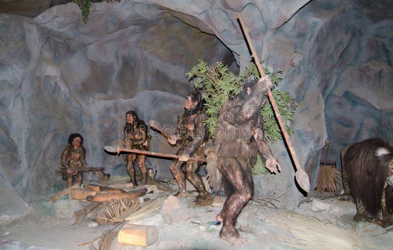 与实物大小一样的模型人史前在dinotopia泰国帕克 图库摄影