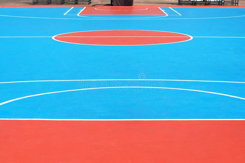 与室外的线的篮球场 免版税库存图片