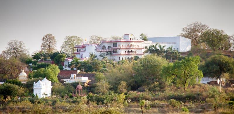 与宫殿的有吸引力的印度风景 库存图片