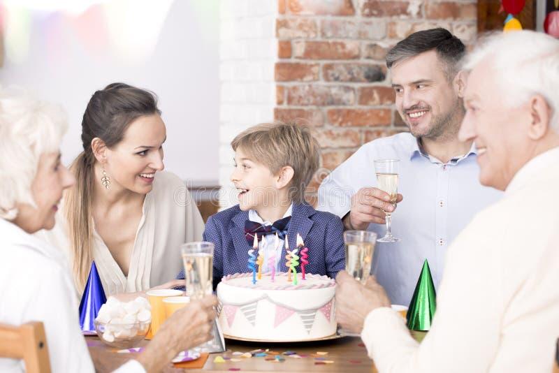 与家庭的生日聚会 免版税图库摄影