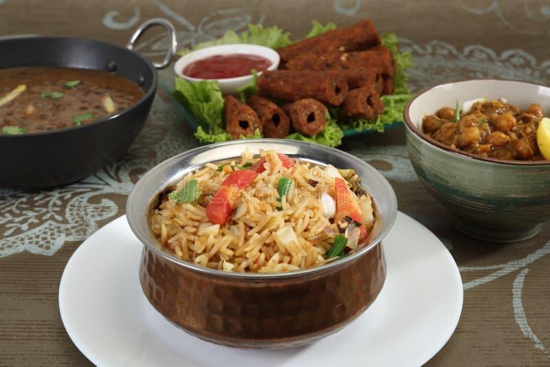 与察南Masala和Dal Makhan的印地安人Pulav或菜Pulao 库存图片