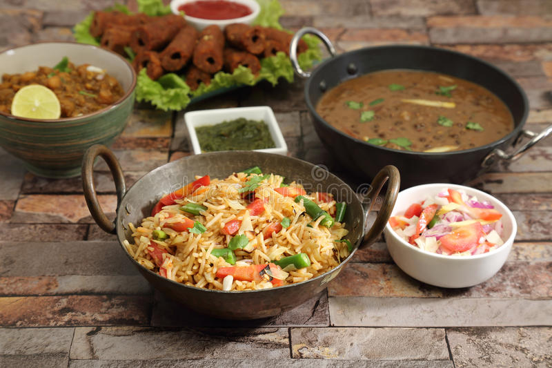 与察南Masala和Dal Makhan的印地安人Pulav或菜Pulao 免版税库存图片