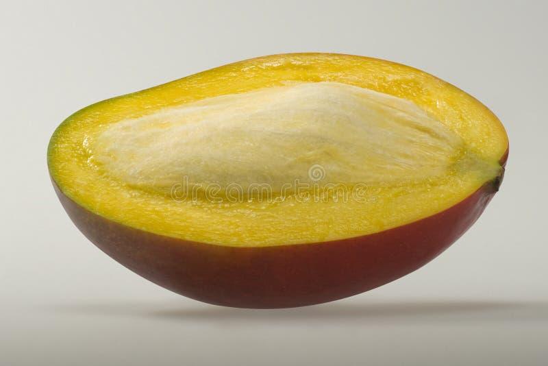 与小核的芒果果子,半 免版税库存图片