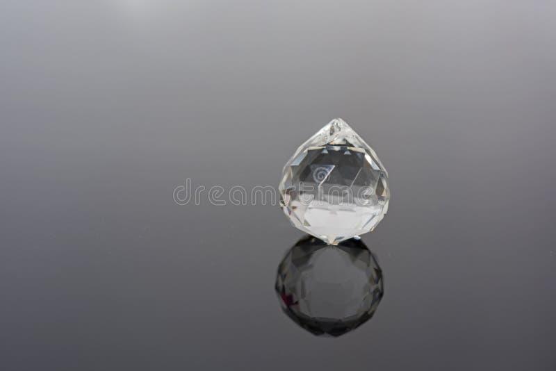 与小玻璃球的抽象照片在透明背景 免版税库存图片