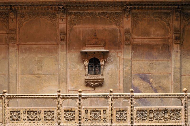 与小窗口的石海拔在Haveli拉贾斯坦 库存图片