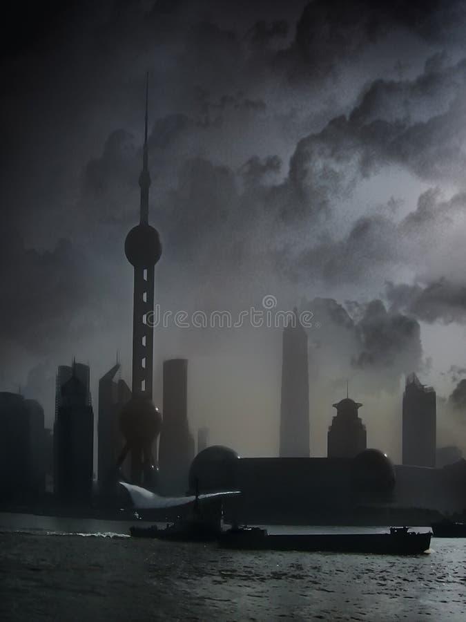 与小船的上海中国地平线在河 免版税库存图片