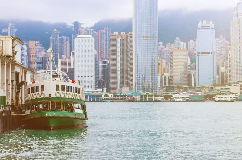 与小船的香港地平线 库存照片