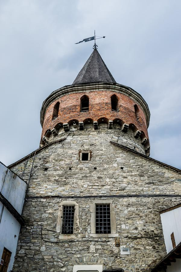 与尖顶的堡垒塔 免版税库存照片