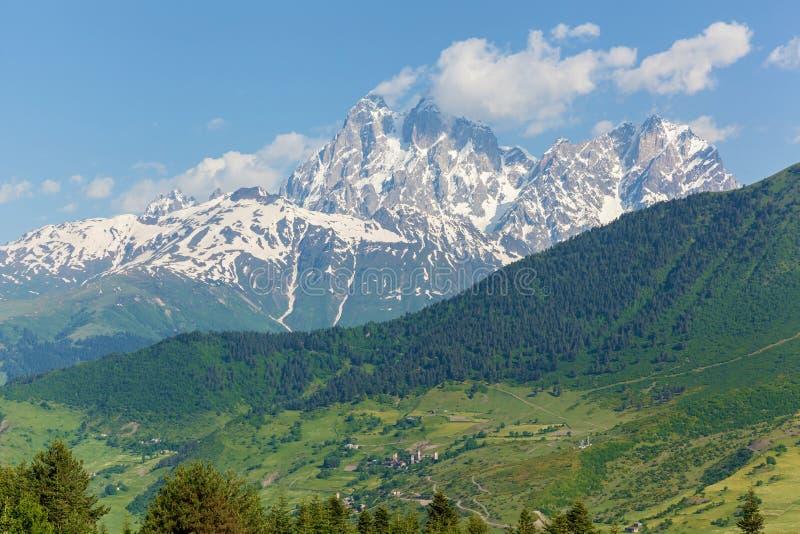 与山峰的风景在乔治亚 免版税图库摄影