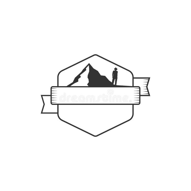 与山的传染媒介空白的徽章形式 有益于减速火箭的冒险标签,商标 葡萄酒剪影权威设计 向量例证