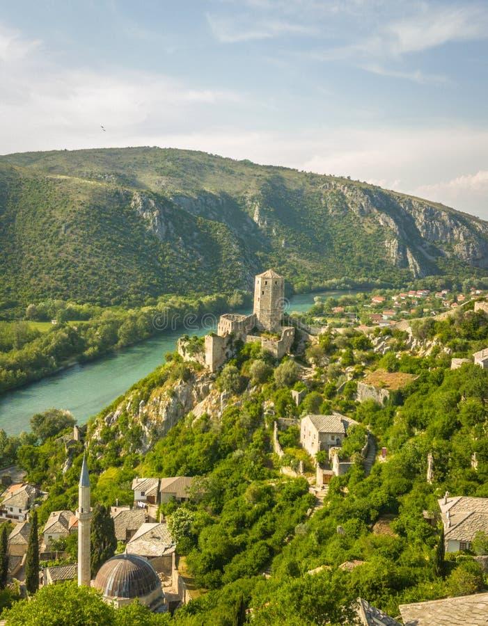 与山的堡垒在波黑 库存图片