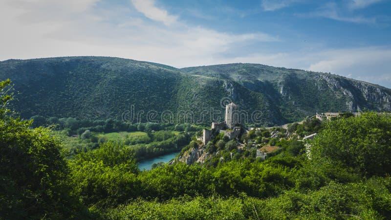 与山的堡垒在波黑 免版税库存图片