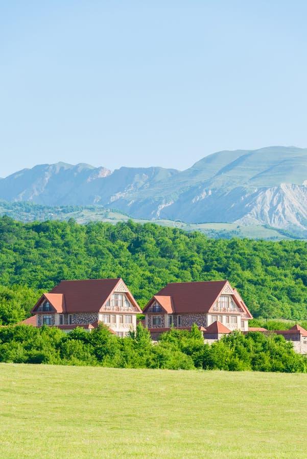 Download 与山的夏天风景在阿塞拜疆 库存照片. 图片 包括有 本质, 庄园, 蓝色, 外部, 豪华, 客舱, 房子 - 72358426