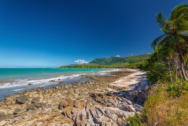 澳大利亚地�_与岩石的埃利斯海滩临近棕榈小海湾,昆士兰,澳大利亚