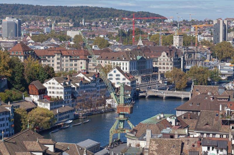 与岸壁起重机的苏黎世都市风景 免版税库存照片