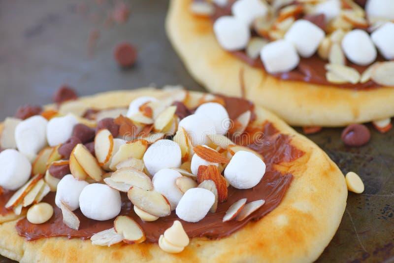 与巧克力传播和杏仁的微型薄饼 库存图片