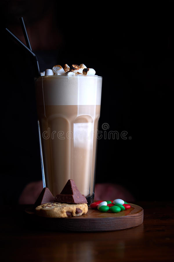与巧克力冰淇凌的被冰的咖啡 库存图片