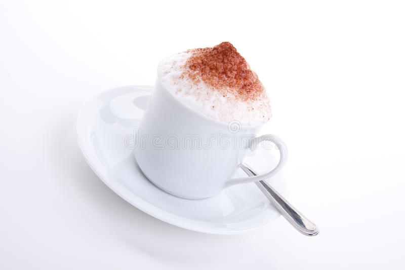 与巧克力和牛奶泡沫的新鲜的capuccino  免版税库存图片