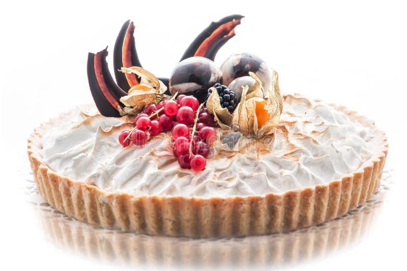 与巧克力装饰,奶油色蛋糕,法式蛋糕铺,商店的,甜点心摄影片断的生日蛋糕  库存图片