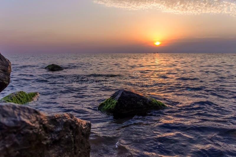 与巨大cloudscape的海洋日落 Mirissa,斯里兰卡 库存图片