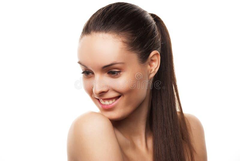 与干净的皮肤的美丽的妇女的表面在白色 免版税库存图片