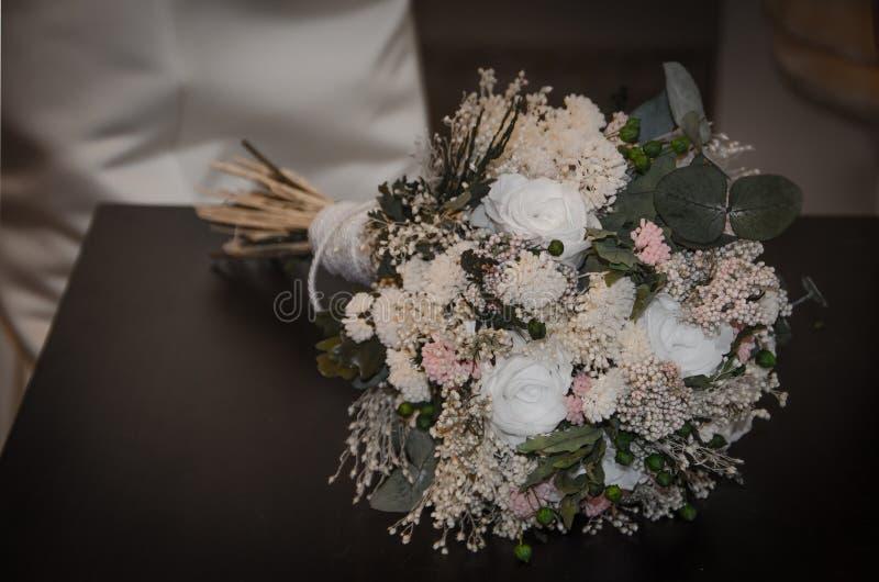 与干花的新娘花束 库存图片