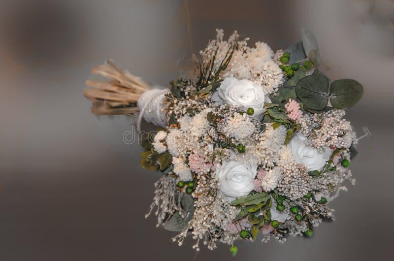 与干花的新娘花束 免版税图库摄影