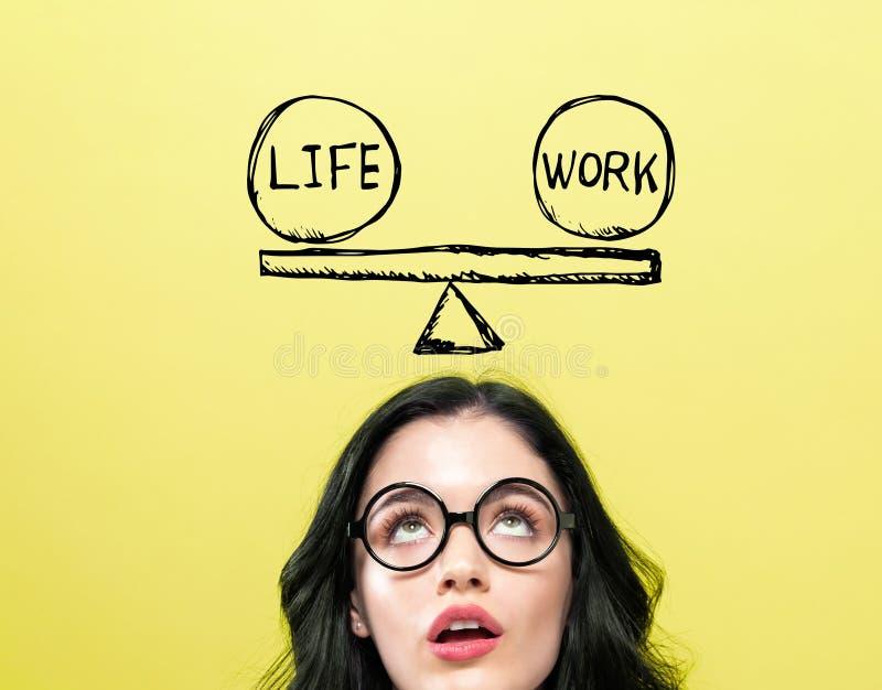 与年轻女人的生活和工作平衡 免版税图库摄影