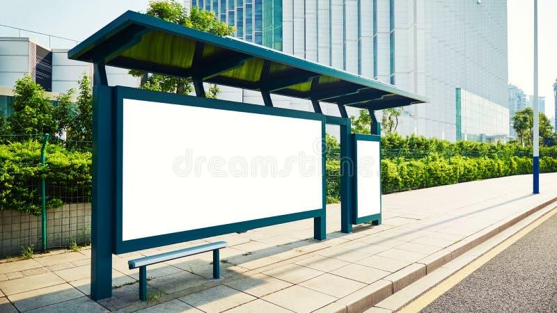与广告牌的公共汽车站 免版税库存图片