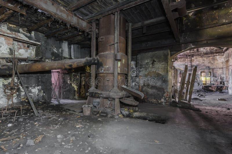 与建筑的烤箱在铸造厂 免版税图库摄影
