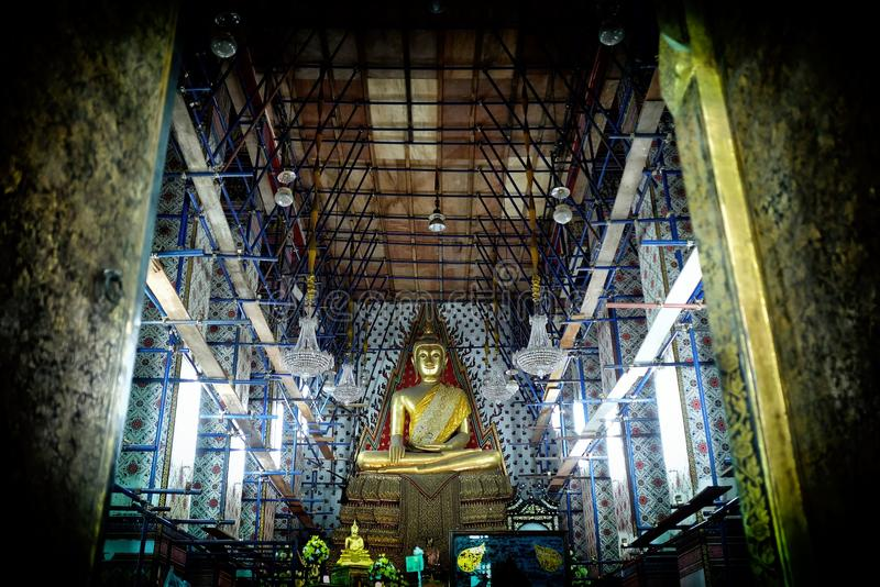 与建设中教会的古老菩萨图象黎明寺寺庙的 库存照片