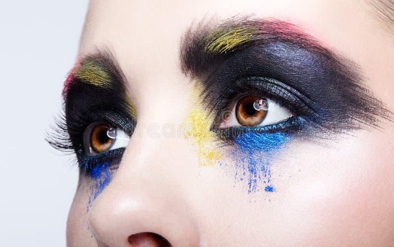 与异常的艺术性的绘的构成的女性眼睛 免版税库存图片