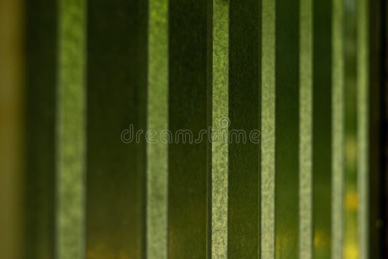 与弯曲的小条的金属表面 免版税图库摄影