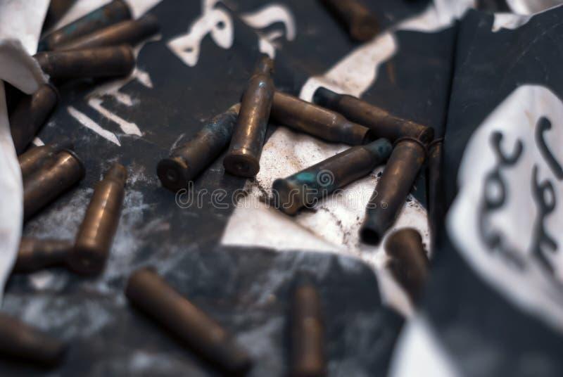 与弹壳的军事背景 图库摄影