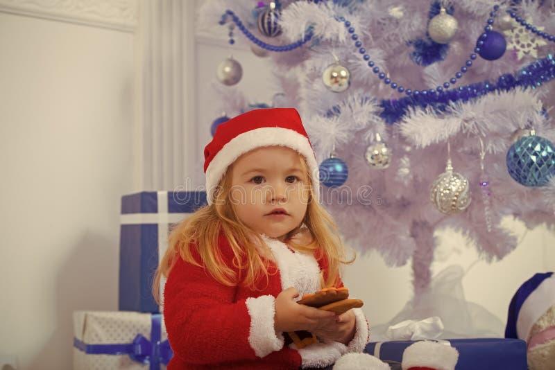 与当前箱子,黑星期五的圣诞老人孩子 图库摄影