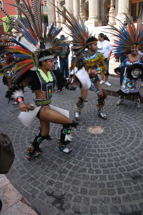 与当地人的游行在瓜纳华托州墨西哥 库存图片