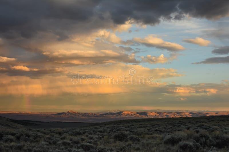 与彩虹的日落横跨Sandwash盆地,科罗拉多 免版税图库摄影