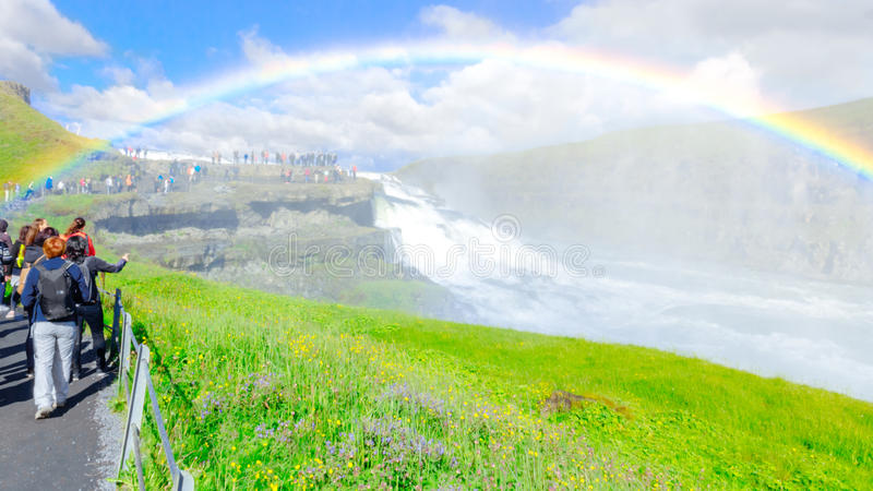 与彩虹的令人惊讶的古佛斯瀑布瀑布 金黄圈子路线 冰岛 免版税库存照片