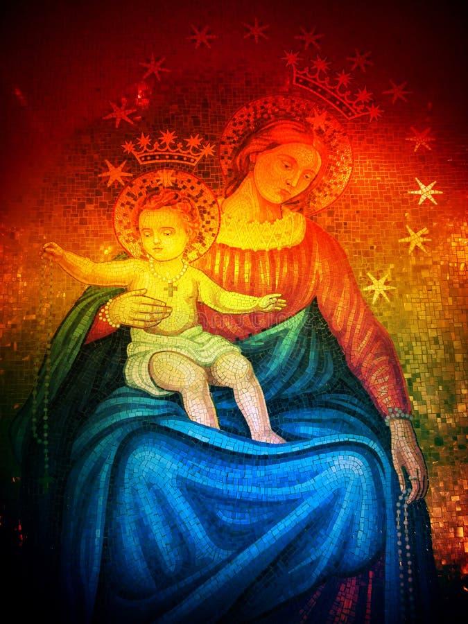 与彩虹过滤器的圣母玛丽亚马赛克 免版税库存图片